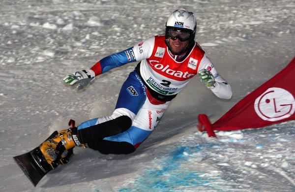 Simon Schoch beim FIS Parallel Slalom am Kreischberg.  Foto: Oliver Kraus, FIS