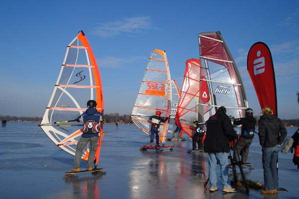 Surfen auf dem Eis.  Foto: Veranstalter
