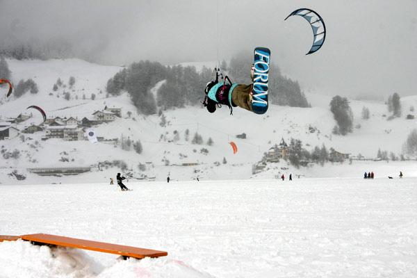 Snowkite Meisterschaft am Reschensee 2009.  Foto: Veranstalter