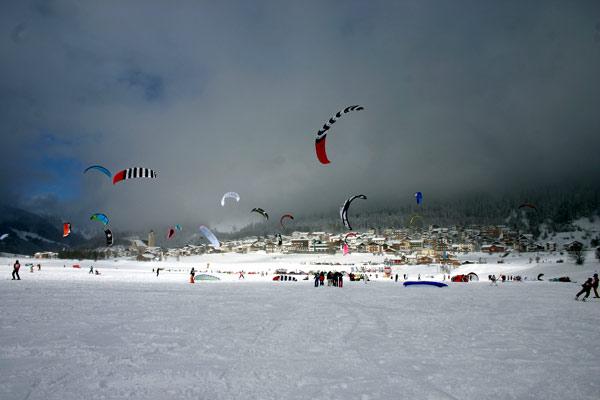 Die Deutsche Snowkite Meisterschaft 2009 am Reschensee.  Foto. Veranstalter