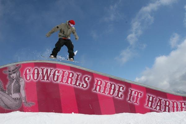 Kevin Scherübl siegte bei den Snowboardern.  Foto: Absolut Park