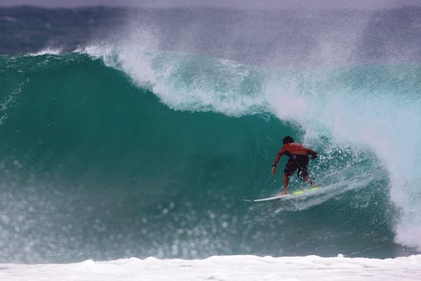 Joel Parkinson auf der Welle.  Foto: ASP/ CI/ SCHOLTZ via GETTY IMAGES