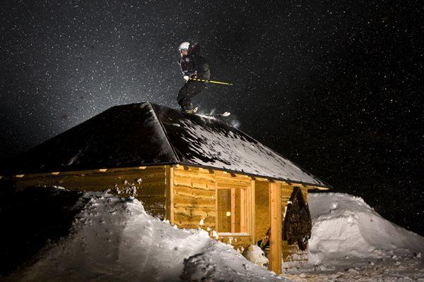 Jussi Mononen auf der Hütte im Stash Park.  Foto: Absolut Progression / Christoph Schöch