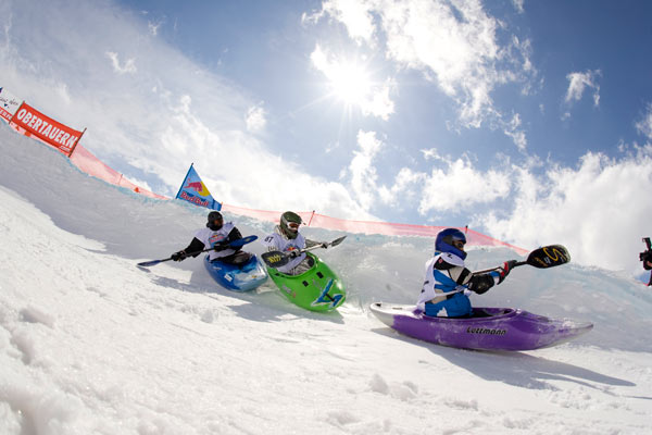 Snowkajak Rennen in Obertauern.  Foto: Martin Lugger, Red Bull