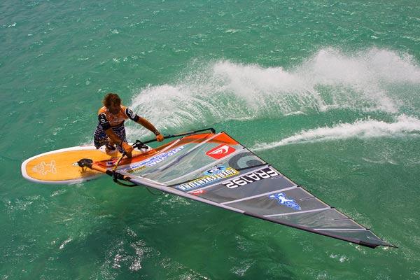 Weltmeister Antoine Albeau kommt auch zum Surf Worldcup nach Podersdorf.  Foto: PWA John Carter