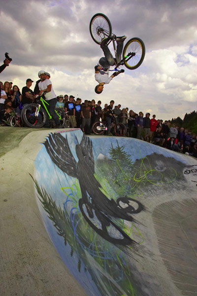 Philip Block in der GIRO Bowl, Dirt Masters Festival 2009.  Foto: Tim Dalhoff