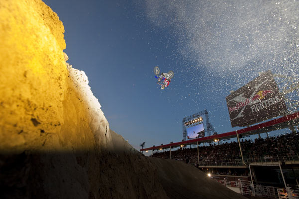 Red Bull X-Fighter: Taka Higashino.  Foto: Christian Pondella/ Red Bull Photofiles