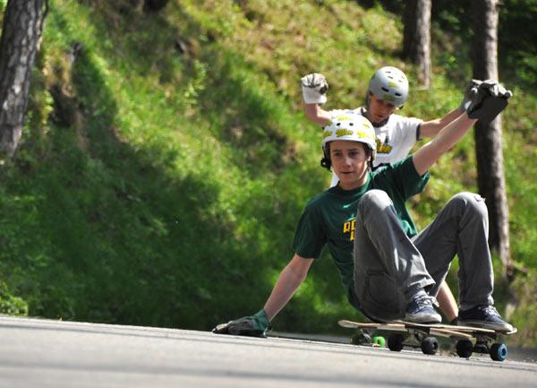 Julian Roth und Nico Altwegg beim sliden.  Foto: Michael Brönnimann
