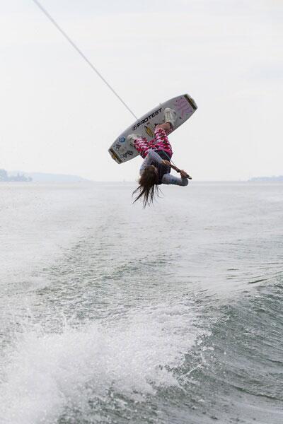 Sigi Bächler beim Wakeboarden.  Foto: Marc Seeh, Crazywake