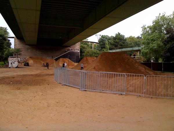 Der Dirt Parcour unter der Kölner Zoobrücke.  Foto: Veranstalter