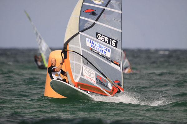 Bernd Flessner wurde auf Sylt zum 14. mal Deutscher Windsurf Meister.  Foto: Stevie Bootz.