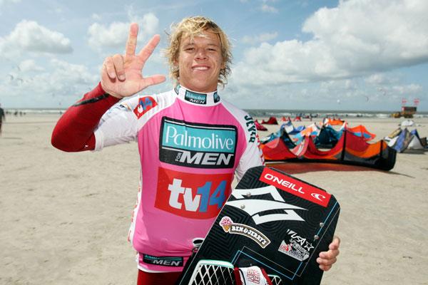 Kevin langeree gewann zum dritten Mal beim Kitesurf World Cup in St. Peter-Ording. Foto. Hoch Zwei