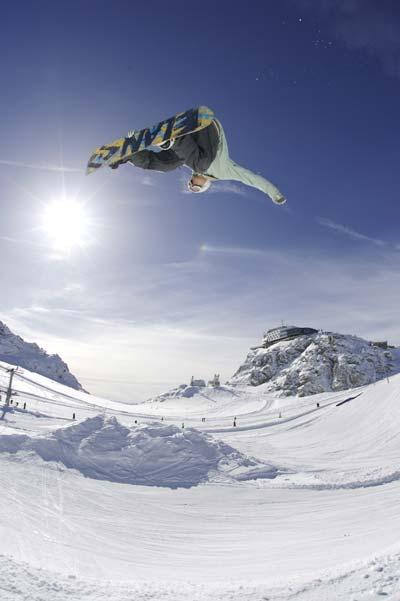 Prodigy-R LTD: Elan-Sportler Bruno Rivoire auf seinem Board.  Foto: Elan Snowboards