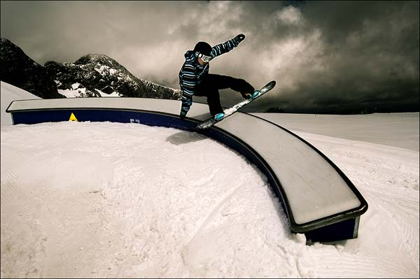 Snowboard-Action im Atomic Superpark am Dachstein.  Foto: Paul Masukowitz