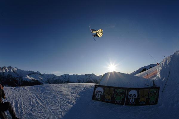 Action: Snowboard-Profi Benjamin Wetscher.  Foto: Hannes Saunter