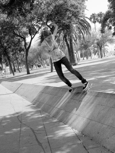 Profi-Skateboarderin Anja Reiner im Porträt.  Foto: Nikita