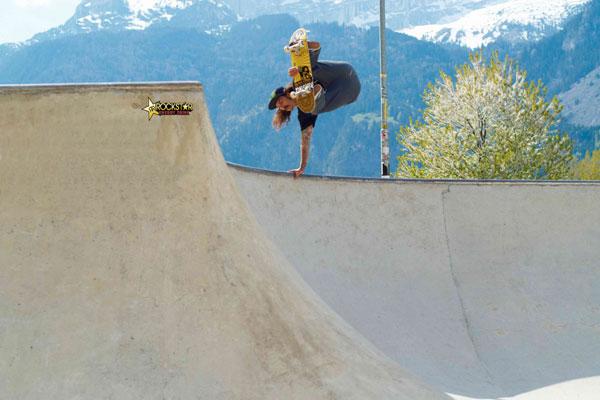 Skateboarder Chris Cab im Bowl in Tirol.  Foto: Landon Stirling