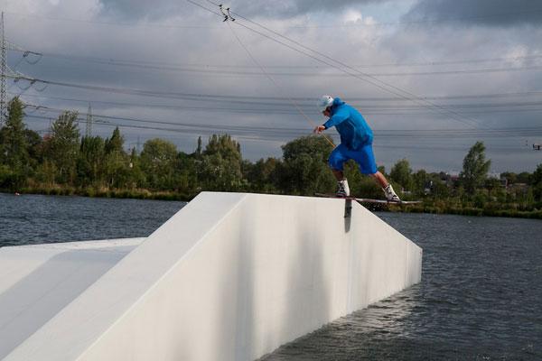 Marvin beim Wakeboarden.  Foto: Flo Süß