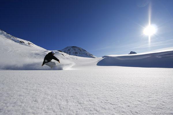Snowboarder im Powder Foto: Veranstalter