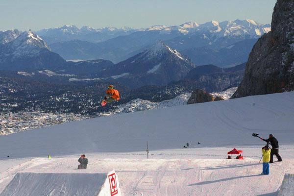 Rider Max Weikl beim Pleasure Jam 2009 am Dachstein.  Foto: Bastian Bäumer