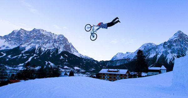 Mountainbiker stürmen Lermoos Ski-Pisten Foto: Veranstalter