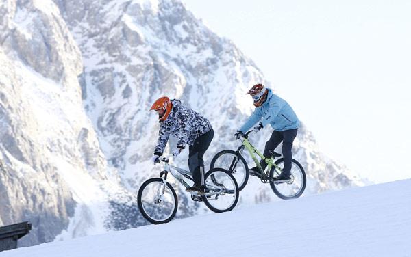 Mountainbiker stürmen Lermoos Ski-Pisten.  Foto: Veranstalter