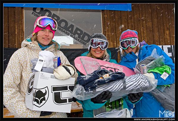 V.l.n.r.:  Tine Müller (GER, 3. Pl.), Nadine Härtinger  (GER, 1. Pl.), Maria Teifel (AUT, 2. Platz).  Foto: Andreas Mohaupt