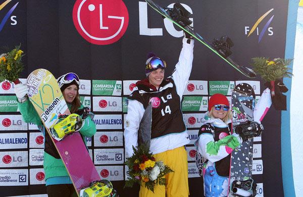 Podium der Damen bei den FIS Snowboard Weltmeisterschaften in Valmalenco 2010 Foto: FIS-Oliver Kraus