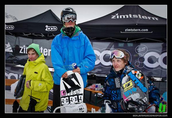 Siegerfoto  Snowboard Kids: V.l.n.r. Gabriel Polkowich/ AUT, 3. Platz, Dominik Metzler AUT, 1. Pl., Julian Bachmann GER, 2. Pl. Foto: Andreas Mohaupt