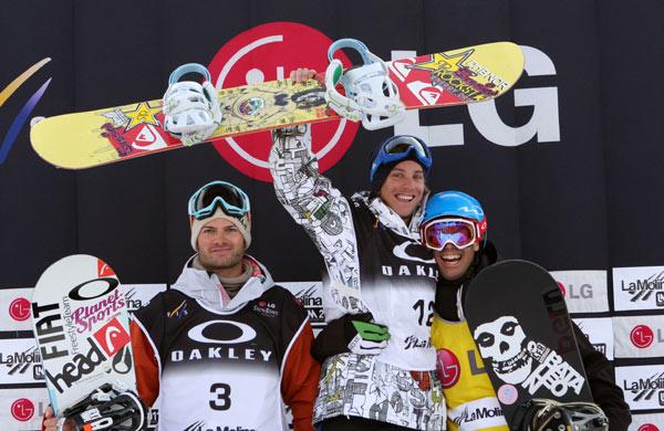 Podium der Herren beim FIS Weltcup 2010.  Foto: FIS-Oliver Kraus