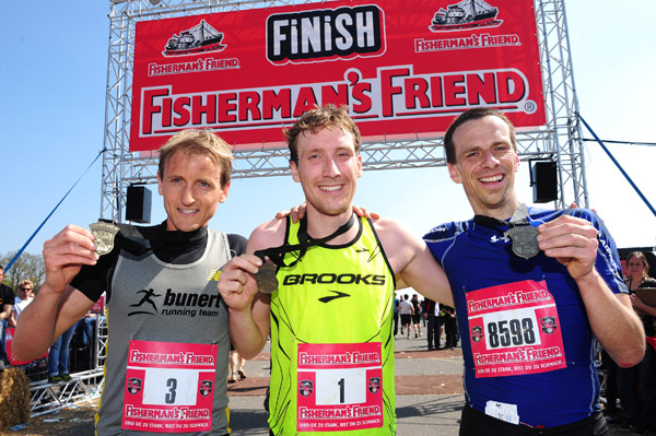 Die Gewinner des Strongman Run 2010 in Weeze.  Foto: Fishermans Friend