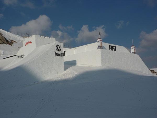 Die einsame Freestyle Burg wartet auf ihre Nine Knights.   Foto: Fiat Freestyle Team