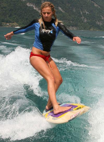 Vanja Pakaski, das Schweizer Surfgirl.  Foto: Veranstalter