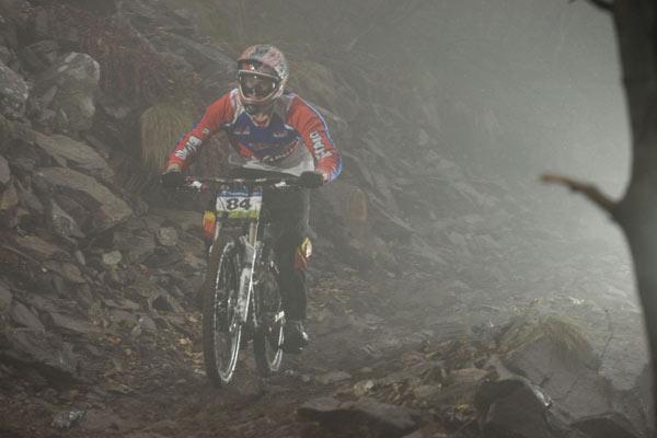 Enrico Rodell beim iXS Downhill Cup 2010.  Foto: Thomas Dietze