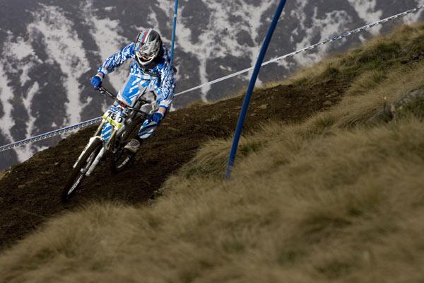 Philipp Bünnemann beim iXS Downhill Cup 2010.  Foto: Thomas Dietze