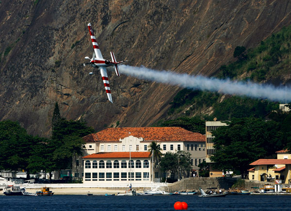 Paul Bonhomme beim Red Bull Air Race 2010.  Dean Mouhtaropoulous/Getty Images