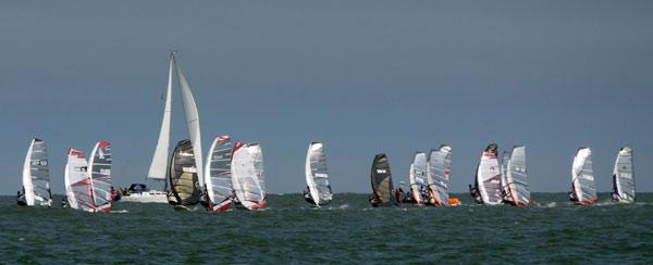 Racing Start beim Deutschen Windsurf Cups auf Nordeney 2010.  Foto: Katja Bürgelt