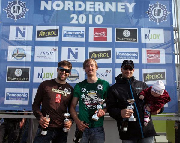 Die Siger des Deutschen Windsurf Cups 2010 auf Norderney.  Foto: Stevie Bootz
