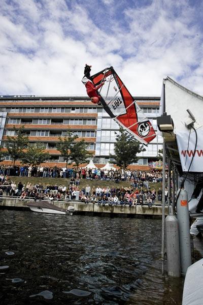 Flo Jung ist Weltmeister im Windsakten 2010.  Foto: Veranstalter