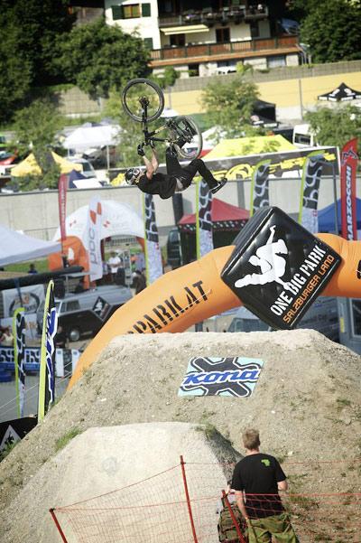 26TRIX Dirtjump Contests Beim Out of Bounds Festival 2010.  Foto: carroux.de