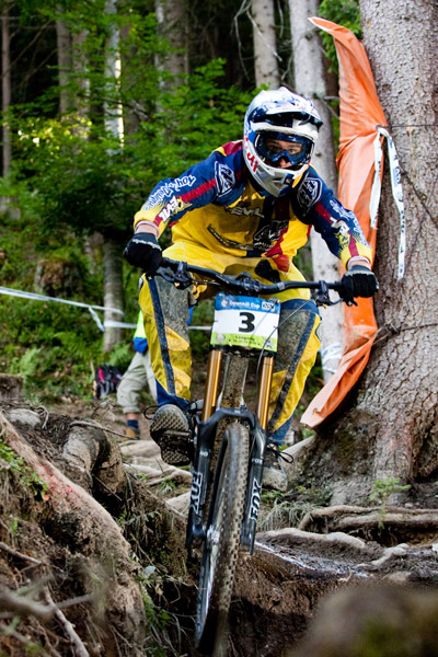 Steve Smith aus Kanada beim iXS Downhill Cup 2010 in Leogang.  Foto: Thomas Dietze