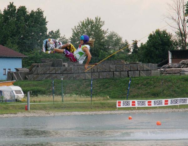 Daniel Fetz in Action beim Wakeboard Cup 2010 am Planksee.  Foto: Veranstalter