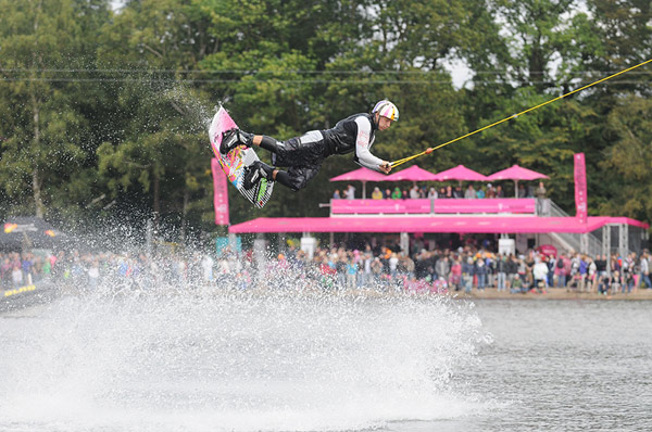 Wakeboarder Mike Ketellapper in Action.  Foto: Patrick Prill