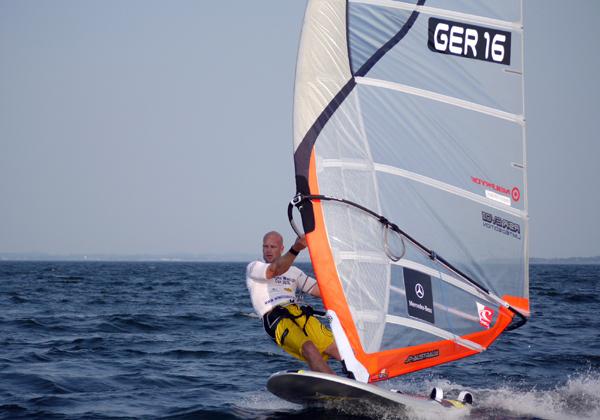 Der Gewinner des Deutschen Windsurf Cups 2010 in Boltenhagen: Bernd Flessner.  Foto: Katja Bürgelt