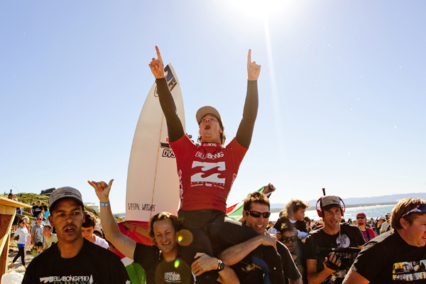 Pictured: Jordy Smith (ZAF), 22, has taken the 2010 Billabong Pro Jeffreys Bay and the ASP World Title Race ratings' lead!.  Foto: ASP / SCHOLTZ