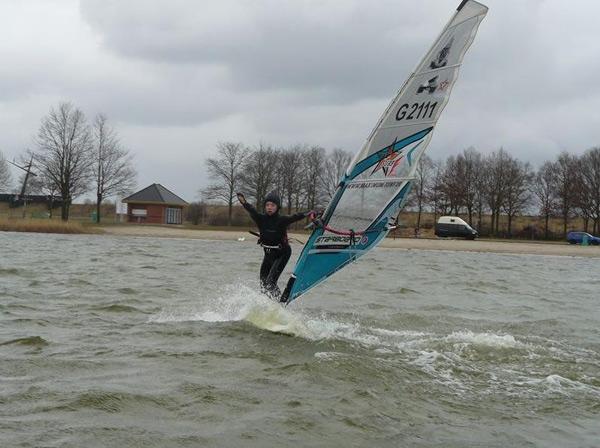 Windsurf-Nachwuchstalent Julian 'Jay' Wiemar.  Foto: Valentin Böckler