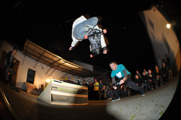 Trick: Spin - Rider: Denis Lapiner.  Foto: Jeff Howard