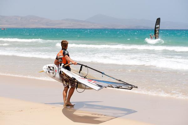 Windsurf Weltmeisterschaft 2010 auf Fuerteventura.  Foto: fuerteventura-worldcup.org/Claus Döpelheuer