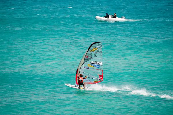 Antoine Albeau beim Windsurf World Cup 2010 auf Fuerteventura.  Foto: fuerteventura-worldcup.org/Claus Döpelheuer