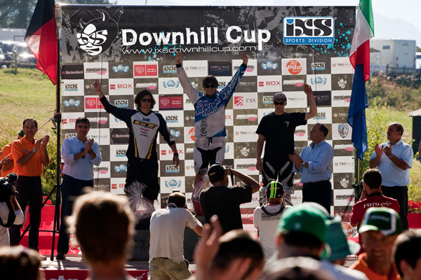 iXS Downhill Cup Pila 2010 Podium Men.  Foto: Veranstalter